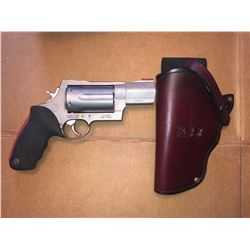 TAURUS RAGING JUDGE REVOLVER w .410 3 INCH MAG/WITH CUSTOM HOLSTER