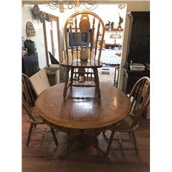 BEAUTIFUL OAK CLAW FOOT ROUND DINING TABLE WITH 4 SPINDLE BACK CHAIRS