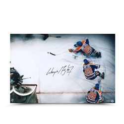 Wayne Gretzky Signed Oilers 16x24 Photo (UDA COA)