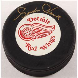 Gordie Howe Signed Detroit Red Wings Logo Hockey Puck (YSMS COA)
