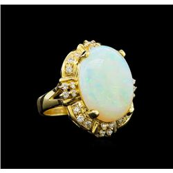 14KT Yellow Gold 4.68 ctw Opal and Diamond Ring
