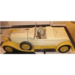 ZZ- ANTIQUE FILMING MINIATURE ELVIS PRESLEY FOLLOW THAT DREAM 1962 CAR ALL HAND CARVED WOOD