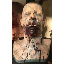 SEVERED BLOODY HEAD BUST WITH ACRYLIC TEETH