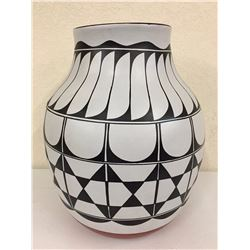 Large Santo Domingo Pottery Jar