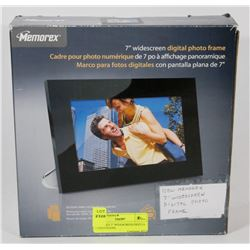 "MEMOREX 7"" WIDESCREEN DIGITAL PHOTO FRAME."