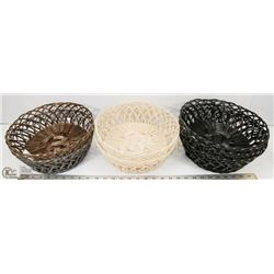 LOT OF DECORATIVE BASKETS