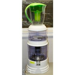 SANTEVIA COUNTERTOP WATER FILTER C/W PITCHER