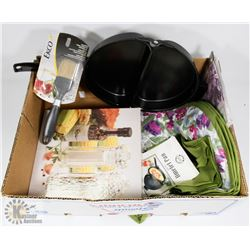 KITCHEN LOT: INCLUDES NEW OMELET PAN, PLACEMAT