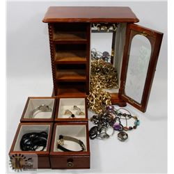JEWELRY BOX WITH CONTENTS.