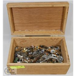 BOX OF COLLECTOR SPOONS