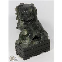 SMALL JADEITE ORIENTAL GATE GUARDIAN FIGURE.