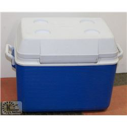 BLUE & WHITE RUBBERMAID 195 L COOLER -