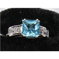 NEW 925 SILVER BLUE CUBIC STONE SIZE 7 RING.