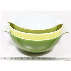 BOX WITH 2 GREEN, 1 YELLOW FIRE KING BOWLS