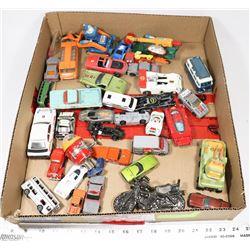 BOX OF VINTAGE COLLECTIBLE CARS INCL CORGI, HOT