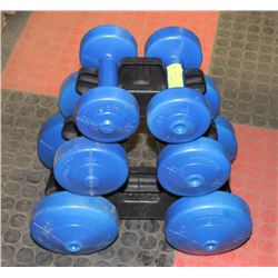SET OF WEIGHTS ON STAND