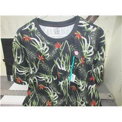 New Women's shirt Size XL