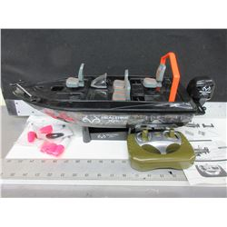 RC Fishing Boat / not tested requires AA Battery's
