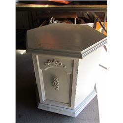 PAINTED WHITE SHABBY CHIC OCTAGON END TABLE WITH DOORS