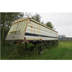 OLDER SET OF UNIVERSAL B TRAIN GRAIN TRAILERS