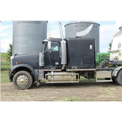 2002 FREIGHTLINER CLASSIC TRUCK