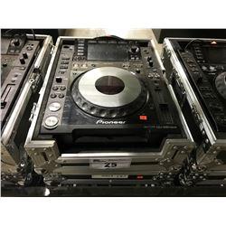 PIONEER CDJ-2000 NEXUS DJ TURNTABLE MULTIPLAYER IN TRAVEL CASE