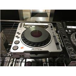 PIONEER CDJ-800 DJ TURNTABLE COMPACT DISC PLAYER