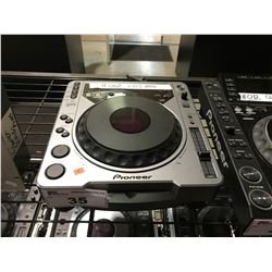 PIONEER CDJ-800 DJ TURNTABLE COMPACT DISC PLAYER