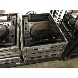 PIONEER CDJ-2000  DJ TURNTABLE MULTIPLAYER IN TRAVEL CASE