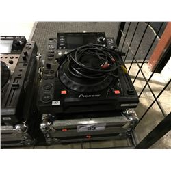 PIONEER CDJ-2000  DJ TURNTABLE MULTIPLAYER IN TRAVEL CASE