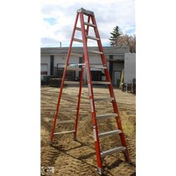 10 FOOT LOUISVILLE FIBERGLASS STEP LADDER