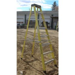 8 FOOT FEATHERLITE FIBERGLASS STEP LADDER