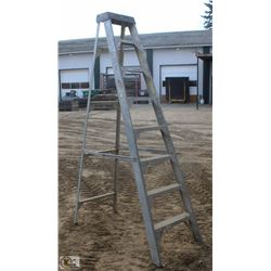 8 FOOT FEATHERLITE ALUMINUM STEP LADDER