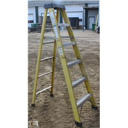 6 FOOT GREEN BULL FIBERGLASS STEP LADDER