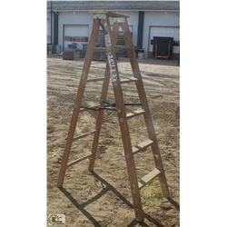 6 FOOT STURDY WOOD STEP LADDER