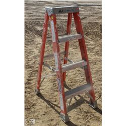 4 FOOT LOUISVILLE FIBERGLASS STEP LADDER