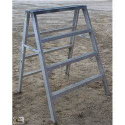 4 FOOT SAWHORSE/LADDER
