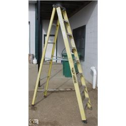 8 FOOT LITE FIBERGLASS STEP LADDER