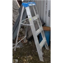 4 FOOT ALUMINUM STEP LADDER