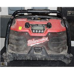 MILWAUKEE JOBSITE STEREO W/ TOOL POUCH