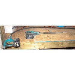 2 MAKITA CONCRETE VIBRATING TOOLS