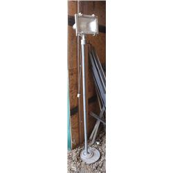 PORTABLE METAL STAND HALOGEN LIGHT