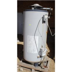 100 GALLON HOT WATER TANK & 4 STORAGE TANKS