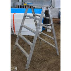 5 FOOT ALUMINUM STURDY STEP LADDER
