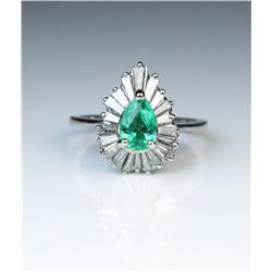 19CAI-11 COLOMBIAN EMERALD  DIAMOND RING