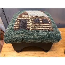 FOLK ART HOOKED RUG STYLE FOOT STOOL