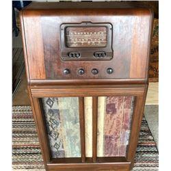 SIMPSON'S FLOOR MODEL VINTAGE RADIO