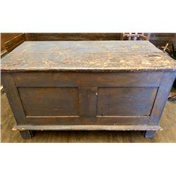 ANTIQUE PINE WOOD BOX