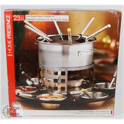 FONDUE SET IN BOX.