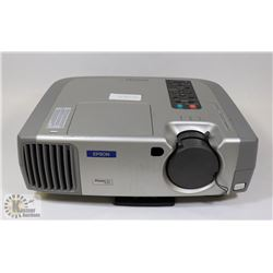 EPSON 2000 LUMENS DIGITAL PROJECTOR W/ 293 LAMP HR